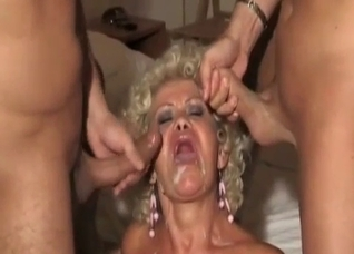 Leathery blonde mommy gets spit-roasted