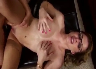 Glasses-wearing mommy begs for her son's big load